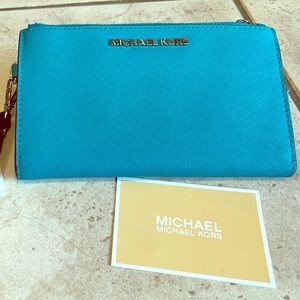 Micheal Kors travel wallet